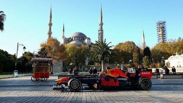 Aston Martin Red Bull Racing.