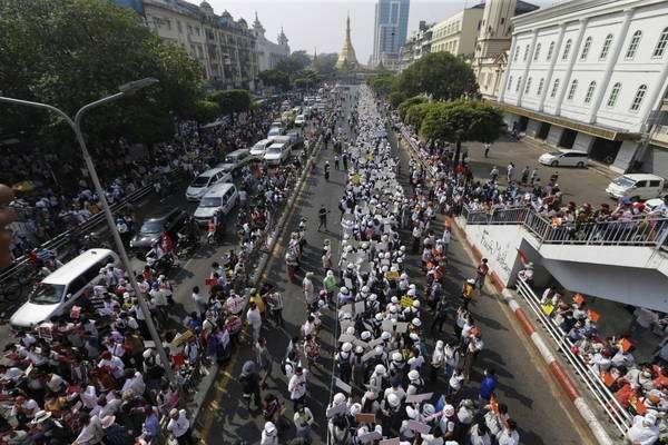 Protestos já contabilizam 3 mortos, mas manifestantes seguem nas ruas