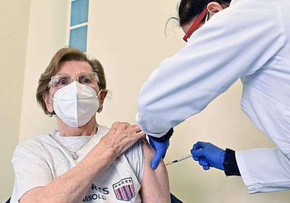 Premiê quer campanha de vacinação acelerada
