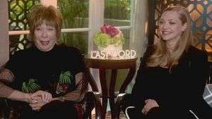 Amanda Seyfried escribe el epitafio de Shirley MacLaine en 'The Last Word' (VIDEO)
