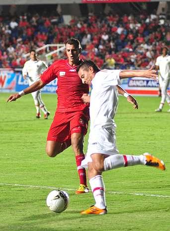 El equipo visitante no tuvo reacción, le costó crear jugadas de gol y prefirió evitar una goleada. Foto: Terra